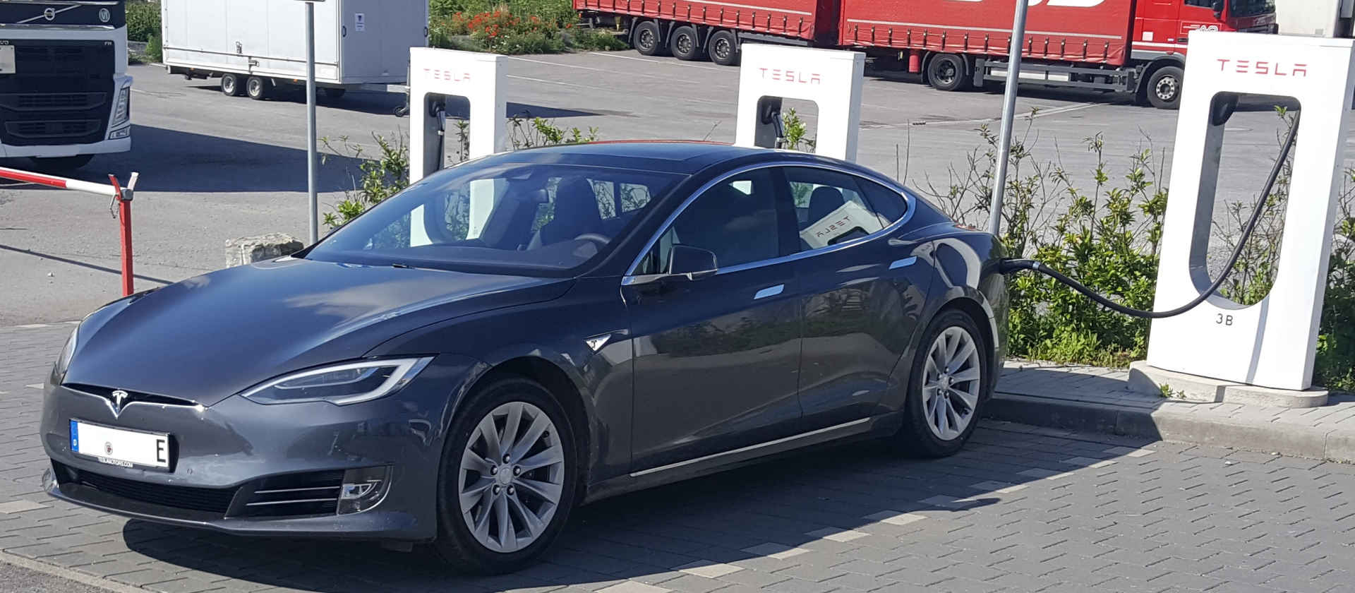 Tesla Model S nach Facelift (seit April 2016)